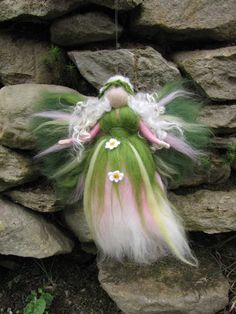 Daisy - Needle Felted Wool fairy, Flower fairy, Waldorf inspired fairy doll, wool. €15.00, via Etsy.