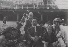 Sir Arthur Conan Doyle and his children (Adrian, Denis, Lena Jean) and wife Lady Conan Doyle (Jean Leckie) with his friend Harry Houdini (centre)
