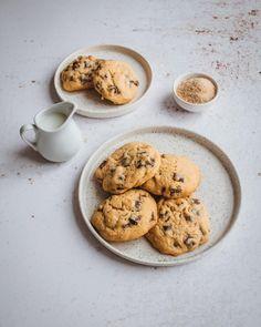 Cookies aux maxi pépites de chocolat - La petite liste de Manon Pie Recipes, Cookie Recipes, Dessert Recipes, Desserts, Cookies Et Biscuits, Manon, Chocolate Recipes, Food Photography, Cooking