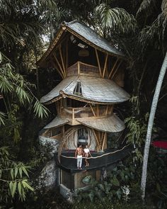 his amazing three story house made from bamboo sits on the west bank of the River Ayung, in Bali and is facing east to catch sunrise ! Architecture Design, Amazing Architecture, Affordable Honeymoon Packages, Three Story House, Jungle House, Forest House, Cool Tree Houses, Tree House Designs, Reisen In Europa