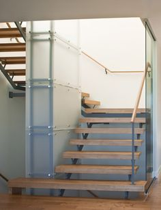 I should just start a Great Staircases board, shouldn't I?  The frosted glass is a gorgeous touch.