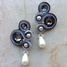 """Orecchini tecnica Soutache con perle e gemme Swarovski modello """"Nuvola di Latte"""""""
