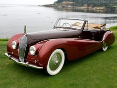 1938 Voisin Saliot Roadster Convertible with a Dark Maroon hood & side panels.The rest of the car is a Metallic Ruby Red with wide white wall tires. Retro Cars, Vintage Cars, Antique Cars, Convertible, Bugatti, Art Deco Car, Roadster, Cars 1, Cabriolet