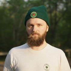 This cozy, lightweight forest green toque is perfect for winter weather or a cool spring day. It features a high quality green Flannel Foxes patch. Cute Tomboy Style, Green Flannel, Tomboy Fashion, Spring Day, Foxes, Squad, Blogging, Beanie, Menswear