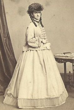 Gorgeous hat & dress, with fashionable sacque style