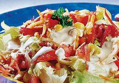 Para deixar o cardápio saudável e o corpo leve nos dias quentes, vale investir em receitas práticas, como esta deliciosa salada árabe!