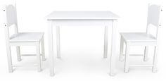 Møbelsæt fra Woodlii – et sæt med bord og to stole til indretning af børneværelset, eller et hyggeligt hjørne, hvor ungerne kan lege i fred. Bordet og stolene er lavere end almindelige møbler, hvilket gør dem helt perfekte til små børn. For at sikre deres holdbarhed og flotte kvalitet, er møblerne fremstillet i træ.<br><br> Med dette fine møbelsæt, kan du skabe den perfekte baggrund for et hyggeligt teselskab, eller en kreativ zone, hvor man kan eksperimentere med farver og malin...