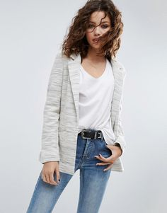 Buy it now. ASOS Textured Longerline Blazer - Cream. Blazer by ASOS Collection, Textured woven fabric, Notch lapels, Longline cut, Cut longer than standard length, Regular fit - true to size, Machine wash, 74% Cotton, 26% Polyester, Our model wears a UK 8/EU 36/US 4 and is 169 cm/5'6.5� tall. ABOUT ASOS COLLECTION Score a wardrobe win no matter the dress code with our ASOS Collection own-label collection. From polished prom to the after party, our London-based design team scour the globe…