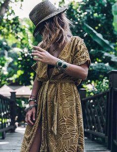 Le kimono est devenu l'une des pièces phares de cette saison estivale. Il deviendrait même presque un indispensable qu'il faut absolument posséder dan...
