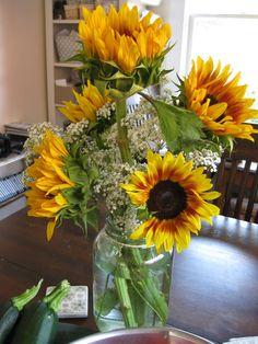 sunflower in mason jar centerpieces | love, love this arrangement of sunflowers in my gallon-size mason jar ...