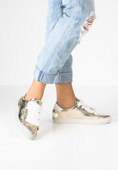 Sneakers Augustin Velvet Beige Taise by Souts en vente chez L'Exception |  la peau douce (velvet) | Pinterest | Shoe art