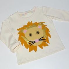 How amazing is this Lion appliqu from sunshineorganickids using our Solids Absolutely love this birchfabrics organiccotton solids lion applique sunshineorganics sewing childrensapparel Elephant Pillow, Plushie Patterns, Plushies, Free Pattern, Lion, Organic Cotton, Applique, Graphic Sweatshirt, Quilts