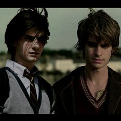 Another ooone. *prepares for hating* As always - Ben Barnes as Young Sirius Black, Andrew Garfield as Young Remus Lupin. You've got graffiti eyes Harry Potter Marauders, Marauders Era, Harry Potter Characters, Drarry, Jily, Remus Und Sirius, Andrew Garfield Remus Lupin, Ben Barnes Sirius, Hogwarts