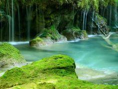 """El Nacedero del Urederra , http://nacedero-rio-urederra.blogspot.com.es/  www.casaruralnavarra-urbasaurederra.com  está en Baquedano en Navarra, en la Comarca Turística de los Parques de la Naturaleza y las Villas Medievales. SE le llama  """"El Paraíso del Agua"""" por la belleza de todo su entorno.  http://navarraturismoynaturaleza.blogspot.com.es/  https://twitter.com/CasaRuralUrbasa"""