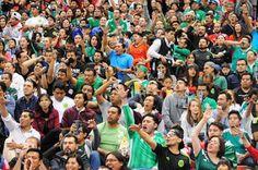 La FIFA multa por séptima vez a México por gritos homofóbos. La Federación Mexicana de Fútbol recibe una advertencia más por los cánticos que se escucharon en el último juego contra Costa Rica. Diego Mancera   El País, 2017-04-27 http://deportes.elpais.com/deportes/2017/04/27/actualidad/1493309336_932607.html