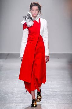 See the complete Aganovich Spring 2015 Ready-to-Wear collection.