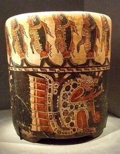 Ceramic pot with polychrome jaguar and fishes. South American Art, Native American Art, Mayan Glyphs, Cthulhu, Mayan History, Mayan Cities, Mesoamerican, Vases, Art For Art Sake
