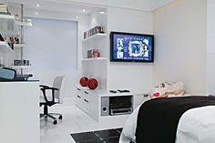 Lindo e espaçoso quarto que a decoradora Jóia Bergamo projetou para um garoto de 16 anos. Completo, discreto e muito elegante
