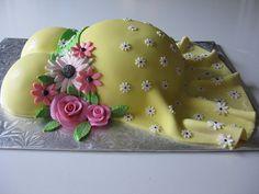 Luvs the preggo belly cake!