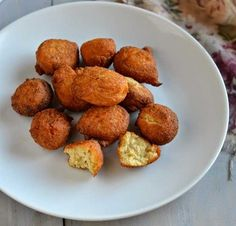 KOAT PITHA -  With banana and rice being its main ingredients, this dish is made by mixing the two with jaggery, and is deep fried in oil. It surely is one interesting food item to taste. Mizoram, India