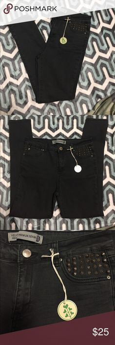 🔥 NEW 🔥Velvet Heart Skinny Jeans These are a brand new pair of skinny jeans. They are charcoal with rustic bronzed studs on both front pockets. One of the nicest pieces of denim that I have ever felt and look amazing on your legs and booty 😘 Velvet Heart Jeans Skinny