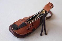 牛革バイオリン♪ キーケース バッグチャーム BR