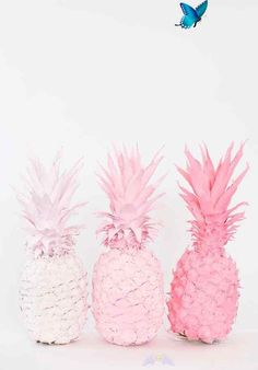 Best DIY Room Decor Ideas for Teens and Teenagers - Ombre Spray Painted Pineapples - Best Cool Crafts, Bedroom Accessories, Lighting, Wall Art, Creative Arts and Crafts Projects, Rugs, Pillows, Curtains, Lamps and Lights - Easy and Cheap Do It Yourself Id<br> Creative Arts And Crafts, Arts And Crafts Projects, Diy Projects, Diy Crafts, Diy For Teens, Crafts For Teens, Diy For Kids, Diy Wall Decor For Bedroom, Teen Room Decor