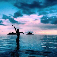 Imagen de girl, summer, and sea