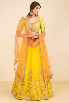 NIYOOSH Hues of yellow lehnga set #flyrobe #weddings #indianbride #lehenga #sangeetlehenga #lehengacholi #designerlehenga