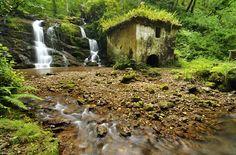 Molín de la Peña. El más espectacular de todos los que encontrarás en la ruta de los molinos de río Profundo (Villaviciosa). Un paseo de poco más de 7 km que te sorprenderá!!