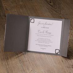 Stilvolle Hochzeitseinladung mit rosafarbener Spitze und Satinband.  'Schleife richtig binden' - hier gehts zum Videotutorial Satin Rose, Save The Date Karten, Invite Friends, Wedding Cards, Marie, Blog, Bitten, Ideas Creativas, Diy