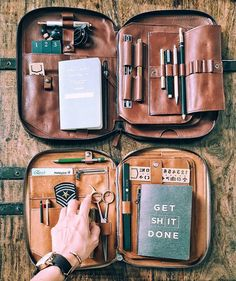 Photo Polaroid, Style Ancien, Edc Everyday Carry, Leather Projects, Travelers Notebook, Leather Accessories, Leather Working, Things To Buy, Leather Craft