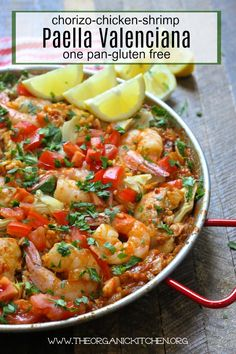 An east to make Paella Valenciana with Chicken, Chorizo and Shrimp! Chicken Paella, Chicken Chorizo, Shrimp Paella Recipe, Seafood Paella, Easy Dinner Recipes, Dinner Ideas, Easy Recipes, Lunch Ideas, Vegan