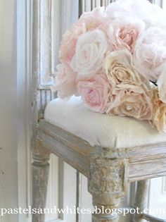 Pastels and Whites: Gustviaanse table and what color / Gustavian little table and some color.