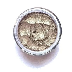Sunlight - Vegan Mineral Eyeshadow Metallic Gold pearl with high shimmer Simplicity Cosmetics eyeshadows are all handcrafted from natural minerals. Mineral Eyeshadow, Airbrush Makeup, Best Foundation, Iron Oxide, Gorgeous Makeup, Smell Good, Fragrance Oil, Best Makeup Products, Make Up