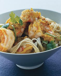 Green Curry Shrimp with Noodles.paleoize with zuchini noodles and gf fish sauce Shellfish Recipes, Shrimp Recipes, Food Shrimp, Fish Dishes, Seafood Dishes, Main Dishes, Halibut, Tilapia, Curry Recipes