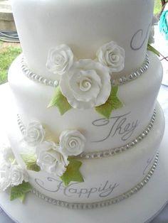 Disney wedding cake instead of flowers pumpkins …hidden mickey w roses/flowers Hidden Mickey Wedding, Mickey Mouse Wedding, Minnie Mouse, Themed Wedding Cakes, Wedding Decor, Our Wedding, Dream Wedding, Cake Wedding, Wedding Stuff