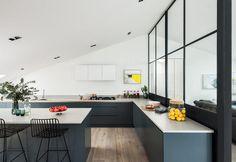 White and grey in a house in London / Bianca e grigia in una casa londinese
