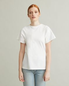 The Espera Tee is a true Totême classic made from organic cotton – A modern take on the classic tee with a shaped body and curved seams at sleeve. Organic cotton Machine wash True to size Model is ft 9 in and is wearing a size S Personal Shopping, Size Model, Designing Women, Organic Cotton, Tees, Sleeves, Mens Tops, T Shirt, How To Wear