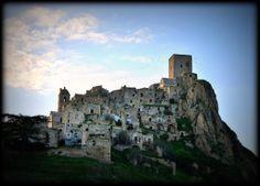 Craco, Matera, foto di Enza_2009, via Flickr http://blog.viaggiverdi.it/2013/08/bellissimi-borghi-abbandonati-una-nuova-forma-di-turismo/