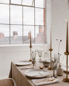 wedding Stunning tablescape wedding inspiration from One Stylish Day. Concept design + S… – mariage Beautiful Table Settings, Wedding Table Settings, Setting Table, Table Setting Inspiration, Wedding Inspiration, Design Inspiration, Gold Table, Deco Table, Decoration Table