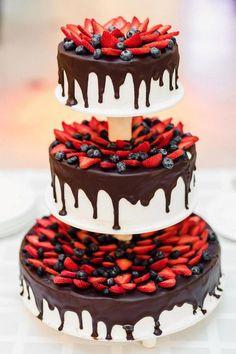 wedding cakes with cupcakes Drip Strawberry Chocolate Wedding Cake Large Wedding Cakes, Cool Wedding Cakes, Wedding Desserts, Wedding Foods, Wedding Decorations, Cupcakes, Cupcake Cakes, Food Cakes, Beautiful Cakes