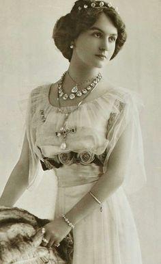 Circa 1930 Miss France