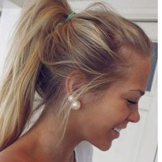 I am in love with this look!! I can't wait for my hair to be longer so I can do this messy pony and to get my second piercing just for the two big pearls!