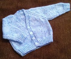 NEW HAND KNIT  BABY BOY S  BLUE FLECK CARDIGAN  SIZE 3 TO 6 MONTHS