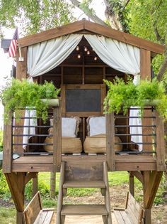 Outdoor Forts, Outdoor Decor, Outdoor Pouf, Chalkboard Table, Outdoor Chalkboard, Kids Outdoor Spaces, Backyard Playhouse, Playhouse Plans, Tree House Designs