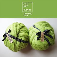 CHUNKY MERINO YARN, huge yarn, chunky knit yarn  25 microns Made in EU   2,2 Ibs = 1kg skein its aprox. 37 m = 40 yd = 121 ft  This is a luxurious and beautiful 100% unspun merino wool. Perfect product to try extreme knitting, crocheting or armknitting. You can make your own chunky scarf, wool cardigan or a blanket. Knitting is very relaxing and it can be addictive ;-) and it definitaly is a great FUN!  It is a natural, antyalergic and enviroment friendly product. Merino wool i...