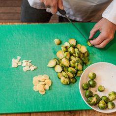 ROSENKOHL MIT INGWER UND KNOBLAUCH #winterfoods #glutenfree #vegan. Mehr Rezepte auf www.tibits.ch