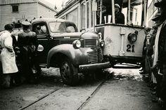 File:Kollisjon mellom bensinbil og sporvogn (1950) (4271380930).jpg