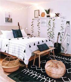 Boho bedroom decor cozy wood with black carpet Tumblr Bedroom Decor, Boho Bedroom Decor, Cute Room Decor, Room Ideas Bedroom, Home Bedroom, Modern Bedroom, Bedroom Designs, Master Bedroom, Bedroom Inspo